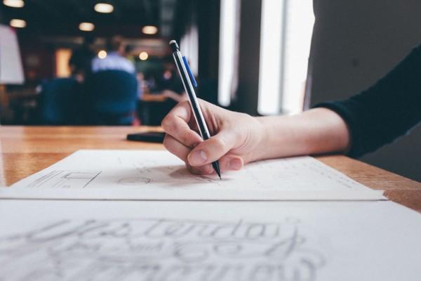 mujer_escribiendo_nexoi