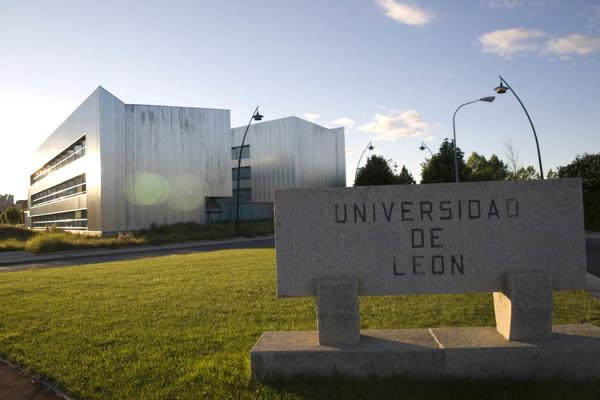 Entrada a la Universidad de León